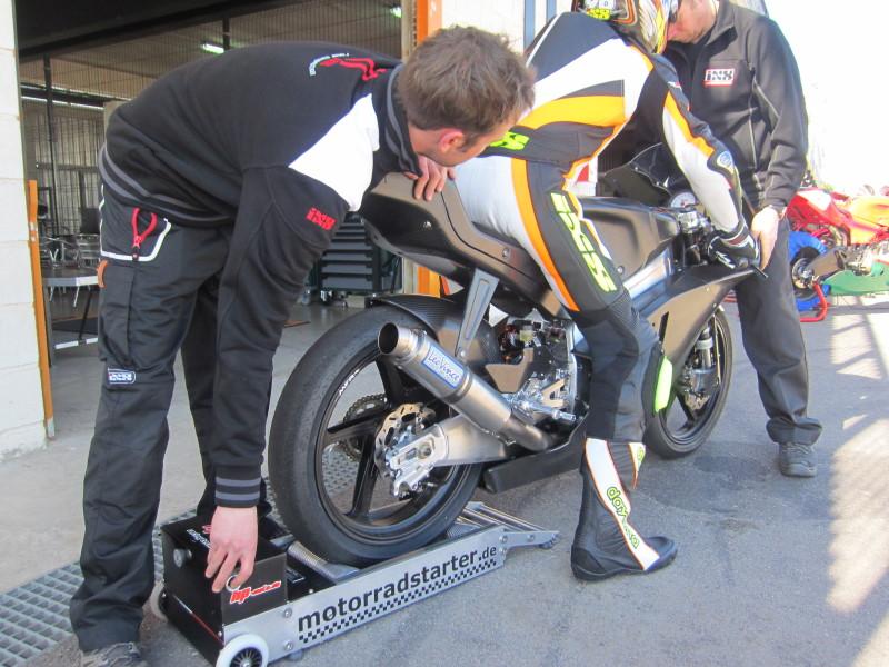 Philipp Öttl mit seiner KTM auf unserem Motorradstarter